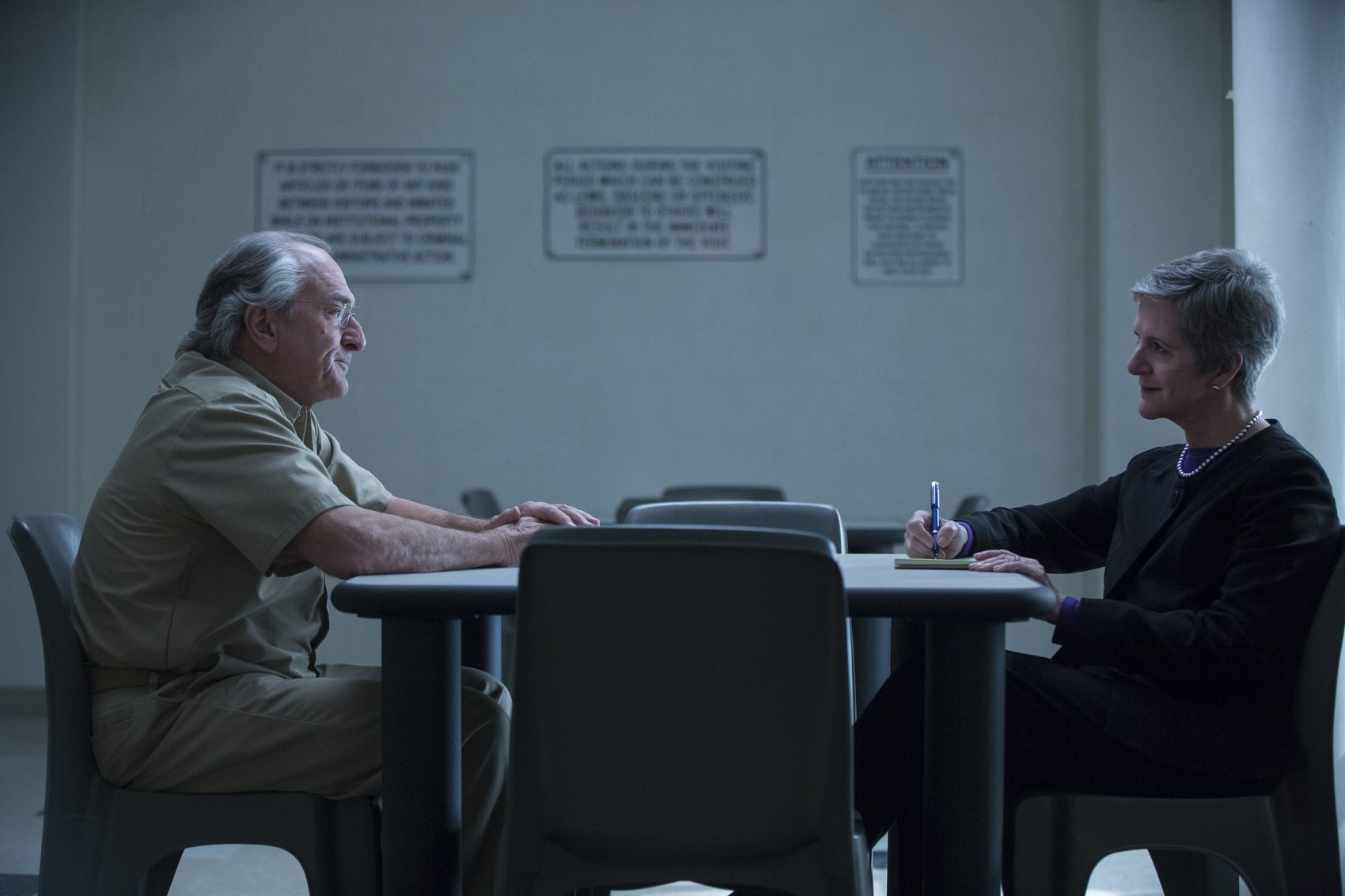 """Robert De Niro (left) as Bernie Madoff and Diana Henriques in a still from the HBO film """"The Wizard of Lies."""" (Courtesy Craig Blankenhorn/HBO)"""