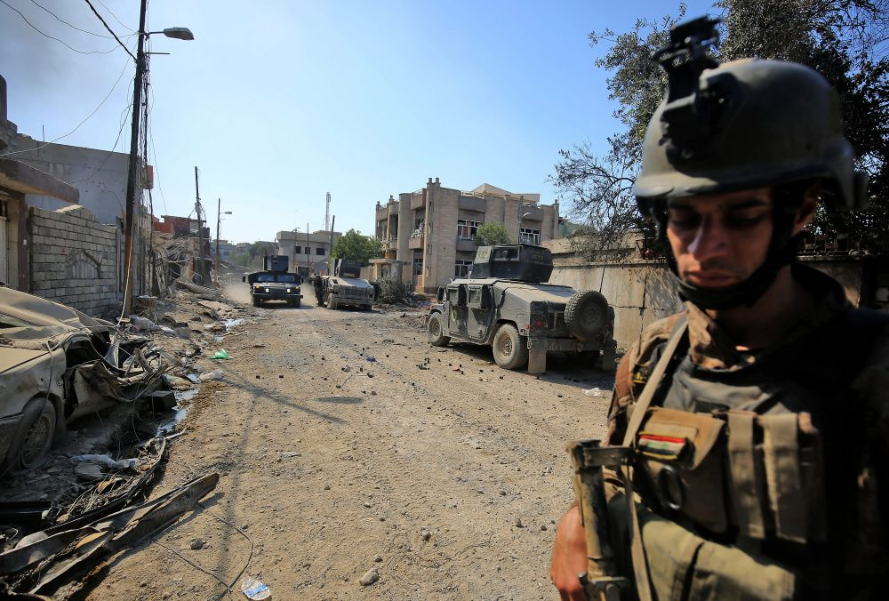 Iraqi Counter-Terrorism Services (CTS) advance in West Mosul's Al-Najjar neighborhood on May 22, 2017, during the ongoing offensive to retake the area from Islamic State group fighters. (Ahmad al-Rubaye/AFP/Getty Images)
