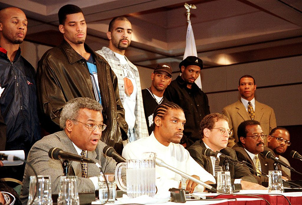 Nearly two decades before the Golden State Warriors' recent success, the franchise was in the spotlight for an incident involving Latrell Sprewell (center foreground) and coach P.J. Carlesimo. (John G Mabanglo/AFP/Getty Images)