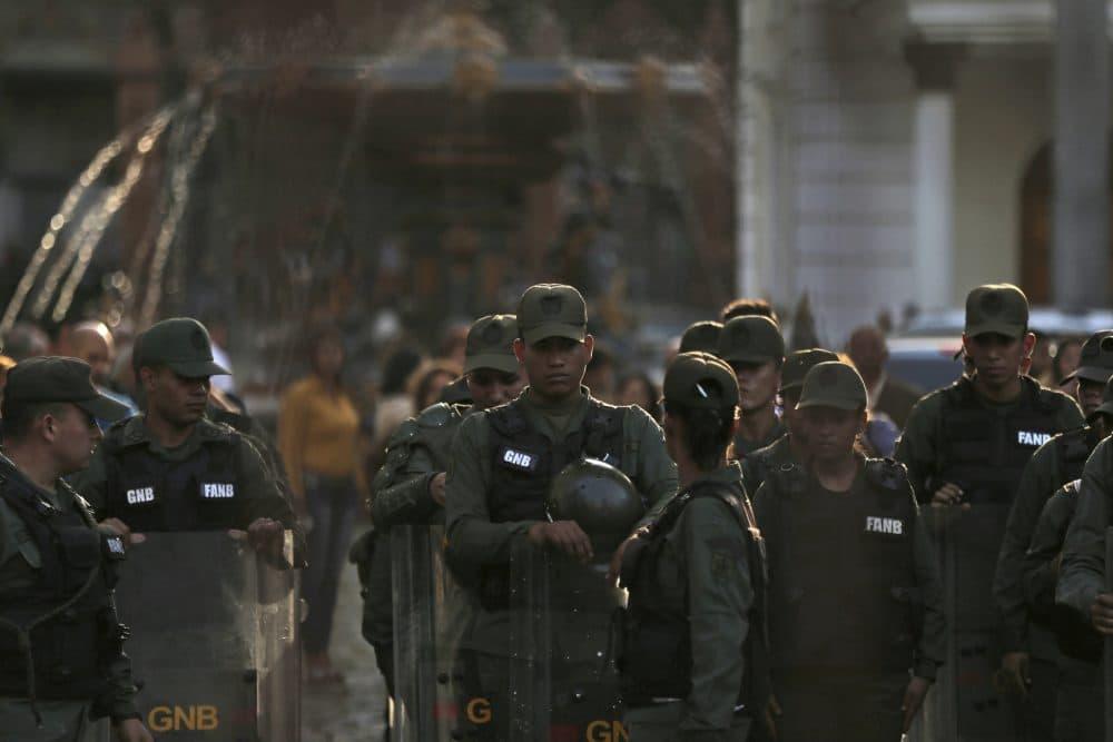 Venezuelan Bolivarian National Guard soldiers dressed in riot gear lineup inside of National Assembly building in Caracas, Venezuela, Tuesday, June 27, 2017. (Fernando Llano/AP)
