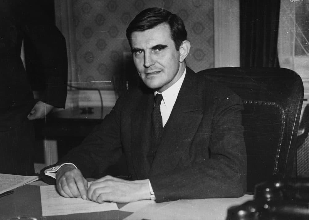 Politician John Gilbert Winant at his desk, circa 1920. (Fox Photos/Hulton Archive/Getty Images)