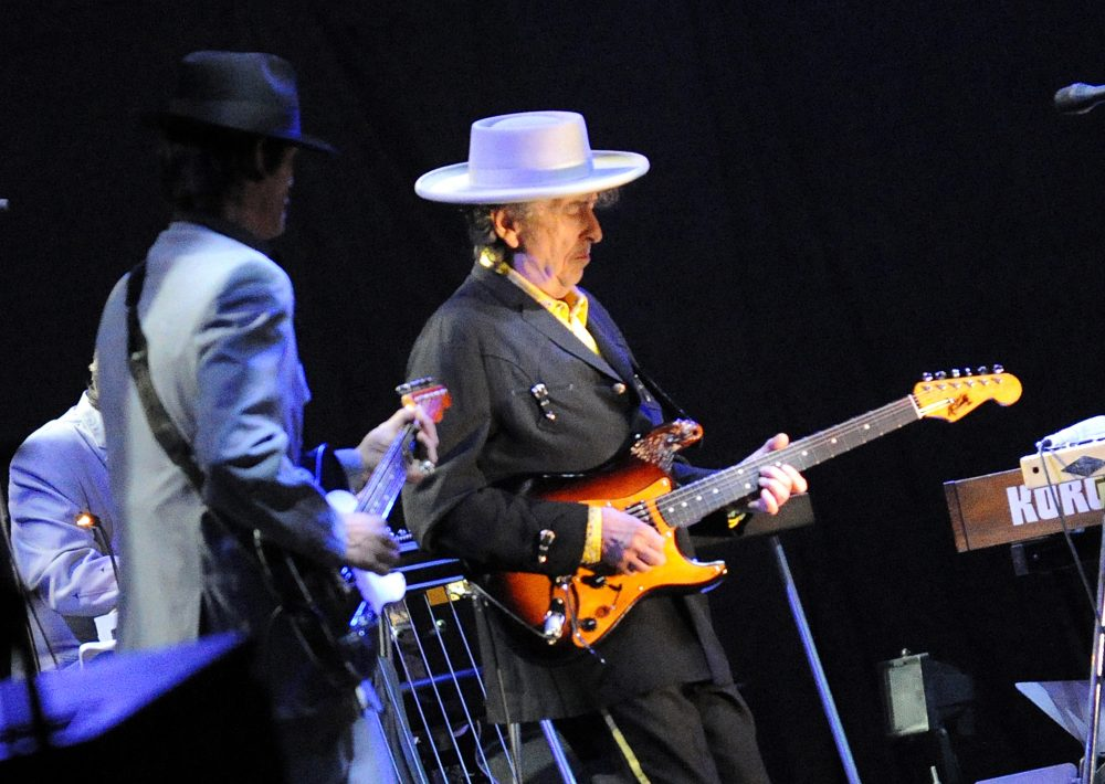 If Jason Gay gets his wish, Bob Dylan will have a Super show in his future. (Liu Jin/AFP/Getty Images)