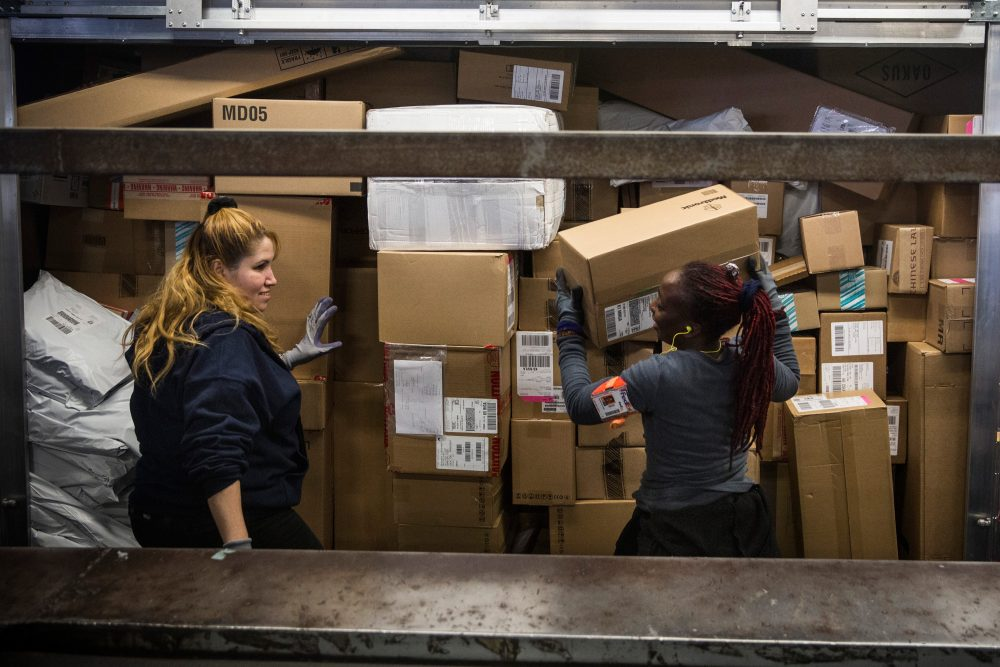 Workers sort packages at a FedEx global hub, one of only seven in the U.S., on Dec. 16, 2014, in Newark, N.J. (Andrew Burton/Getty Images)