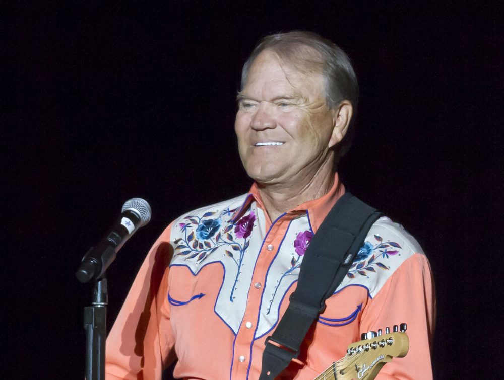 Singer Glen Campbell performing during his Goodbye Tour in Little Rock, Ark., in September 2012. (Danny Johnston/AP)