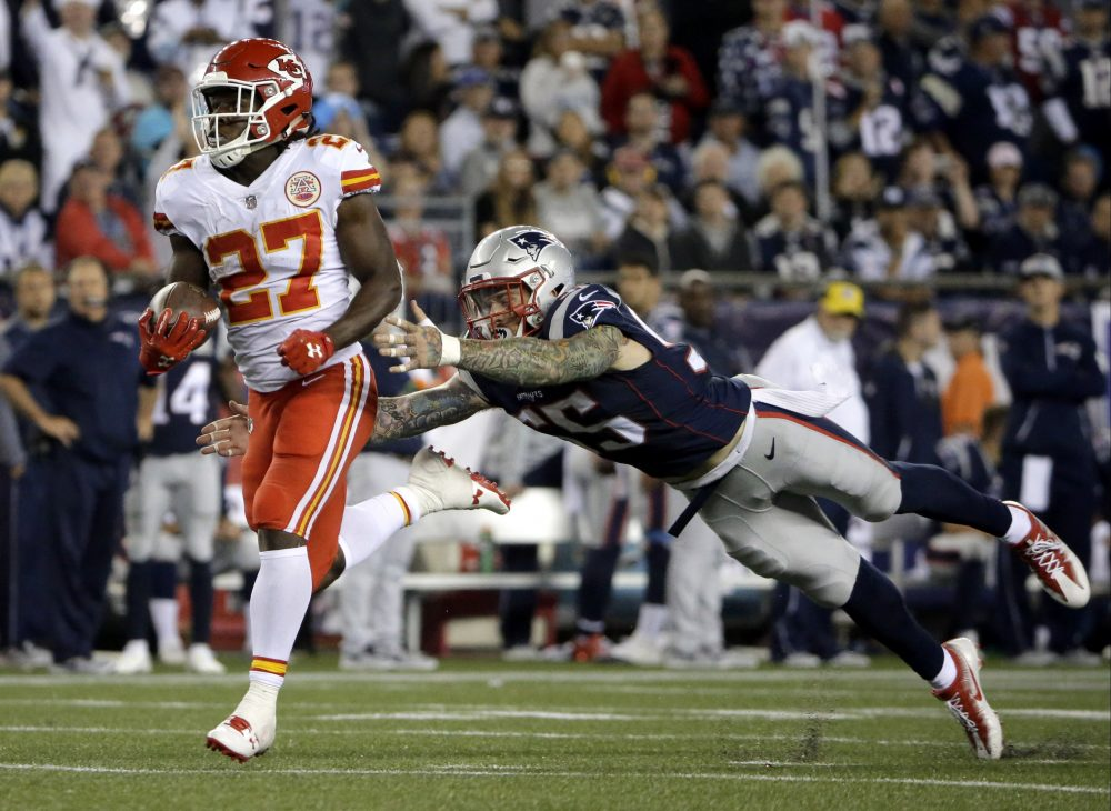 Kansas City Chiefs running back Kareem Hunt eludes Patriots defensive end Cassius Marsh as he runs for a touchdown after catching a pass from Alex Smith during the second half of Thursday's game. (Steven Senne/AP)