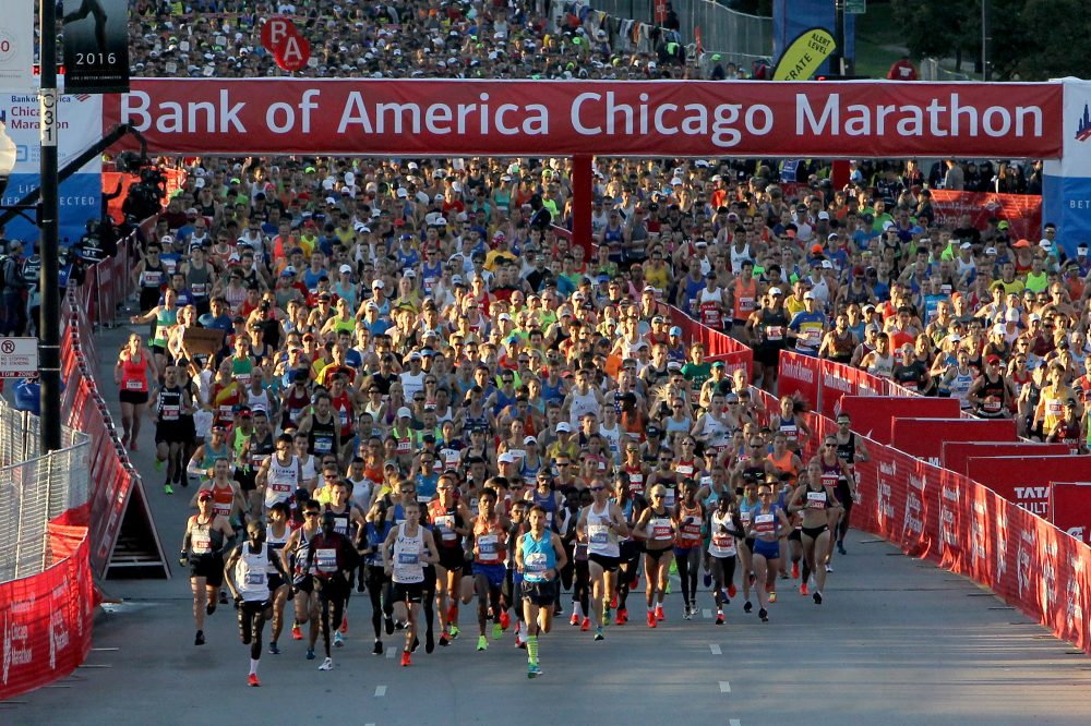 Runners make their way down Columbus Drive during the Bank of America Chicago Marathon on Oct. 8, 2017. (Dylan Buell/Getty Images)