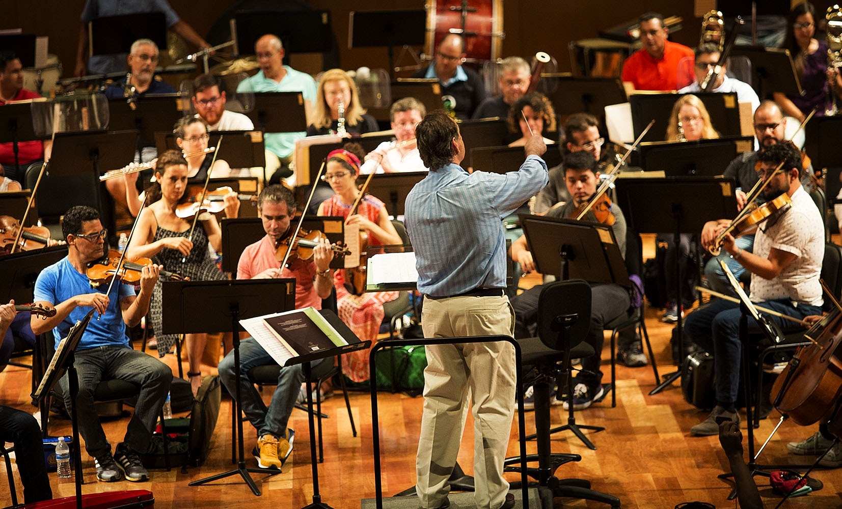 Maximiano Valdés, music director of the Puerto Rico Symphony Orchestra, conducts the symphony during a rehearsal. (Jesse Costa/WBUR)