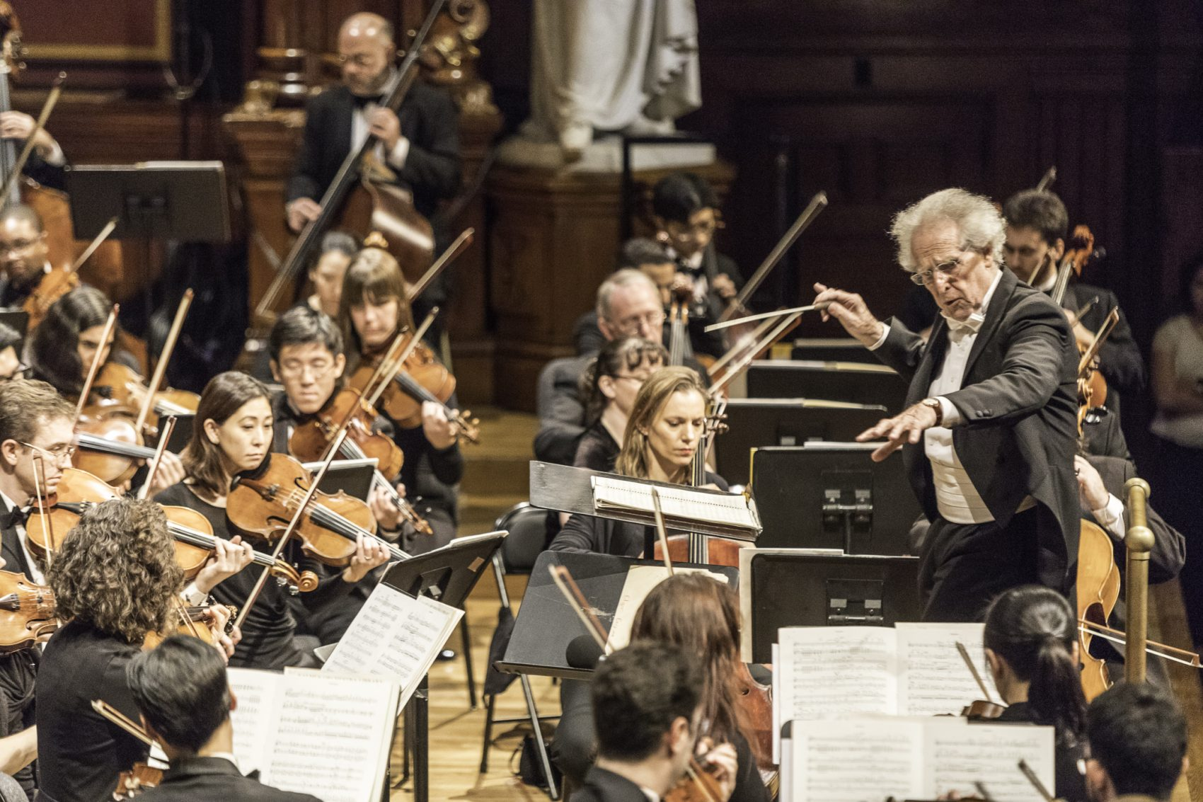 Conductor Benjamin Zander leads the Boston Philharmonic in November 2016. (Courtesy Michael J. Lutch/Boston Philharmonic)