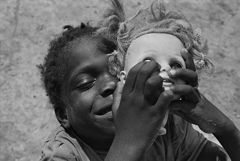 "Eugene Richards, ""Doll's head,"" Hughes, Arkansas, 1970. Gelatin silver print. (Courtesy Eugene Richards)"