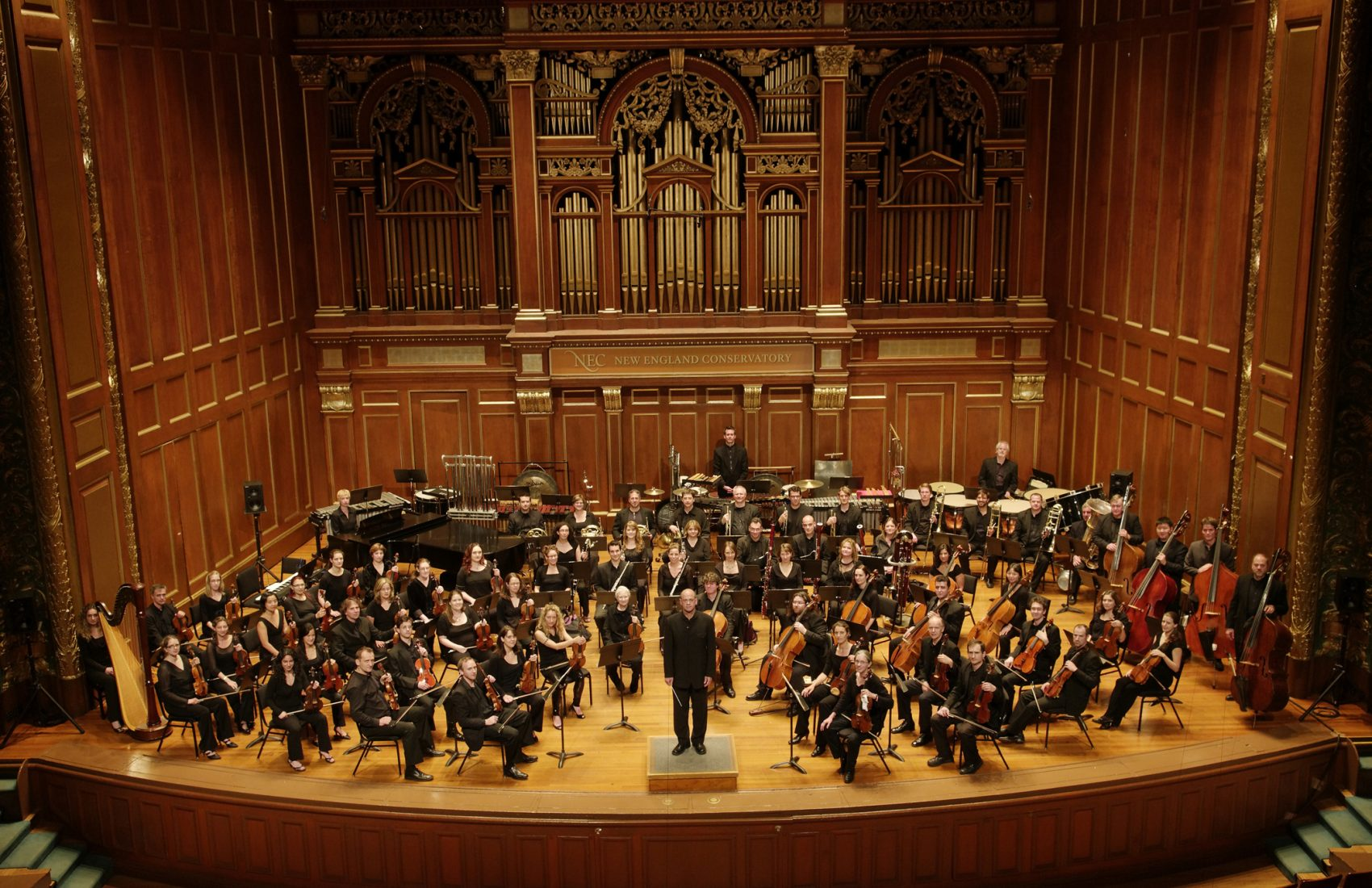 Conductor Gil Rose at the helm of the Boston Modern Orchestra Project. (Courtesy Liz Linder/BMOP)