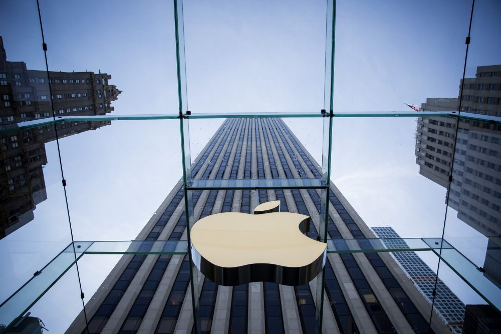 The Apple logo is displayed at the Apple Store on June 17, 2015, on Fifth Avenue in New York City. (Eric Thayer/Getty Images)