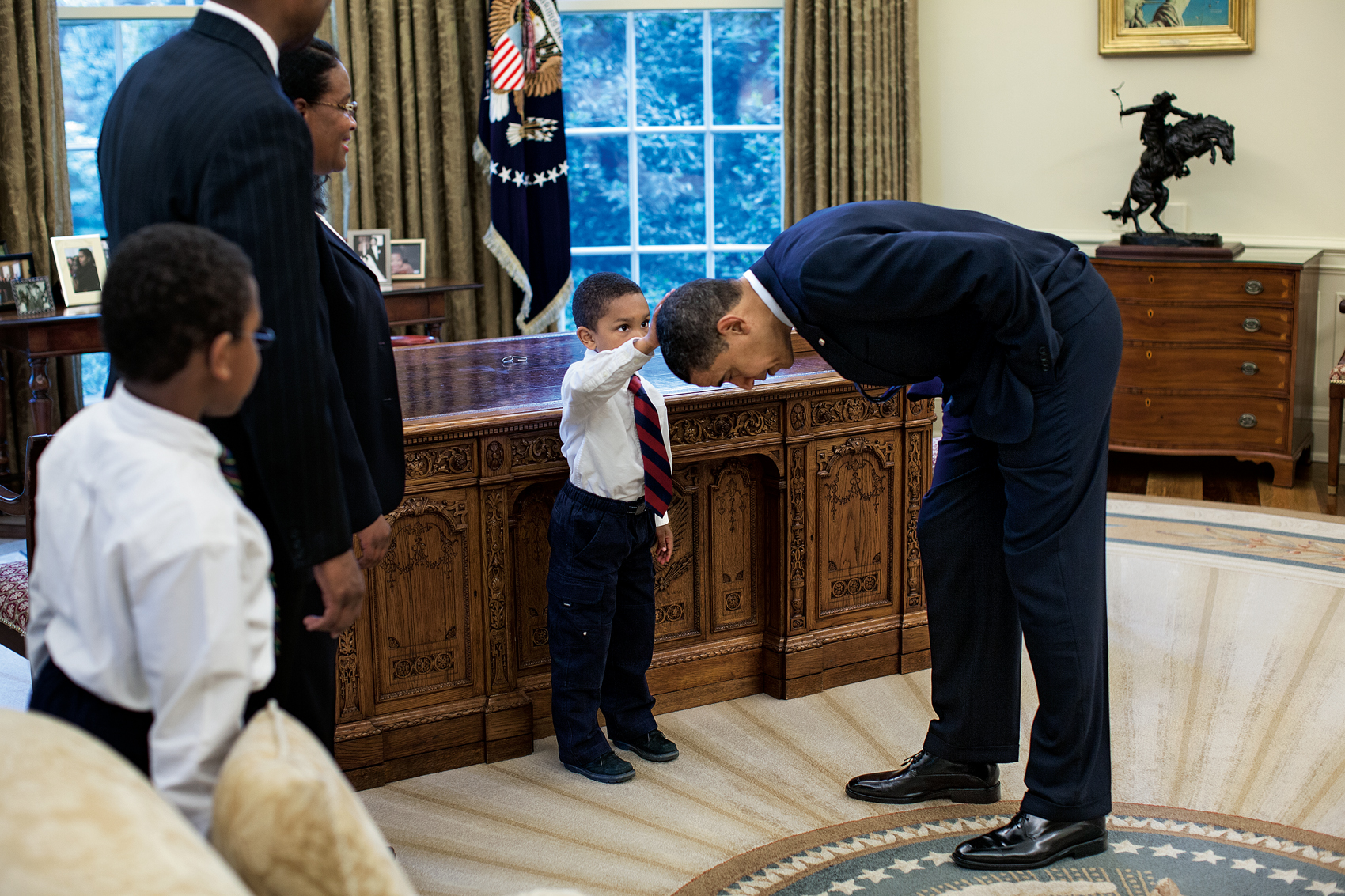 Afternoon meetings Friday, May 8, 2009. (Courtesy of Little, Brown and Company/Pete Souza)
