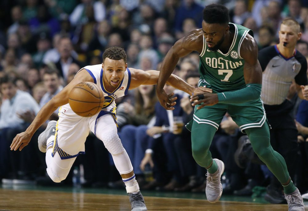 The Celtics' Jaylen Brown and the Warriors' Stephen Curry battle for a loose ball during the first quarter of a game in Boston, Thursday, Nov. 16, 2017. (Michael Dwyer/AP)