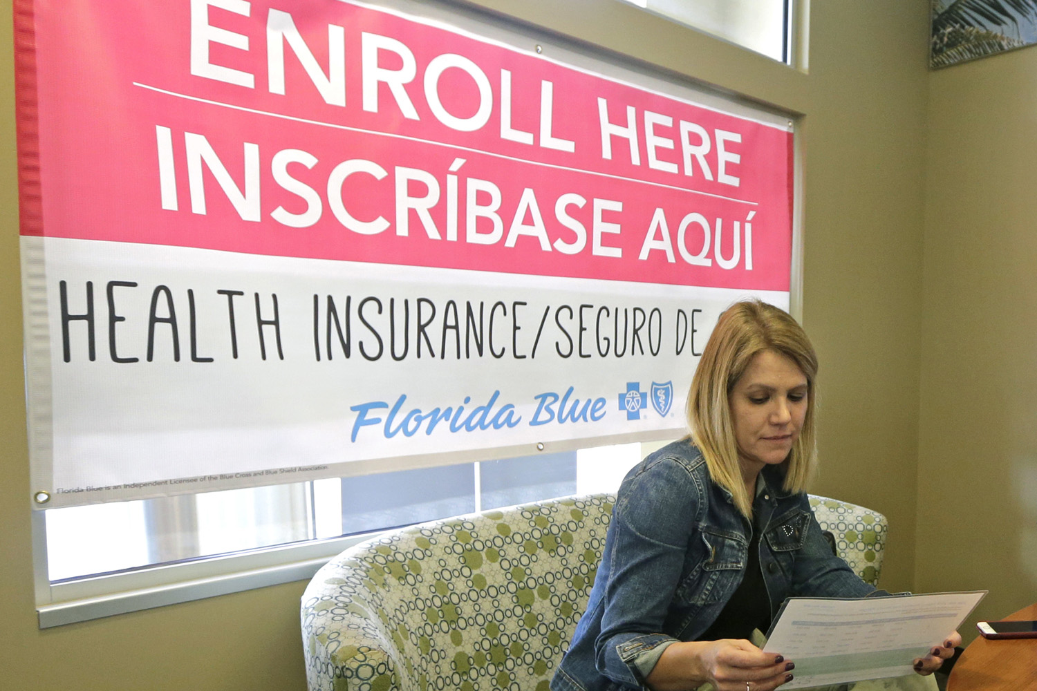 Catherine Reviati reviews the different Affordable Care Act enrollment options, Thursday, Nov. 2, 2017, in Hialeah, Fla. (Alan Diaz/AP)