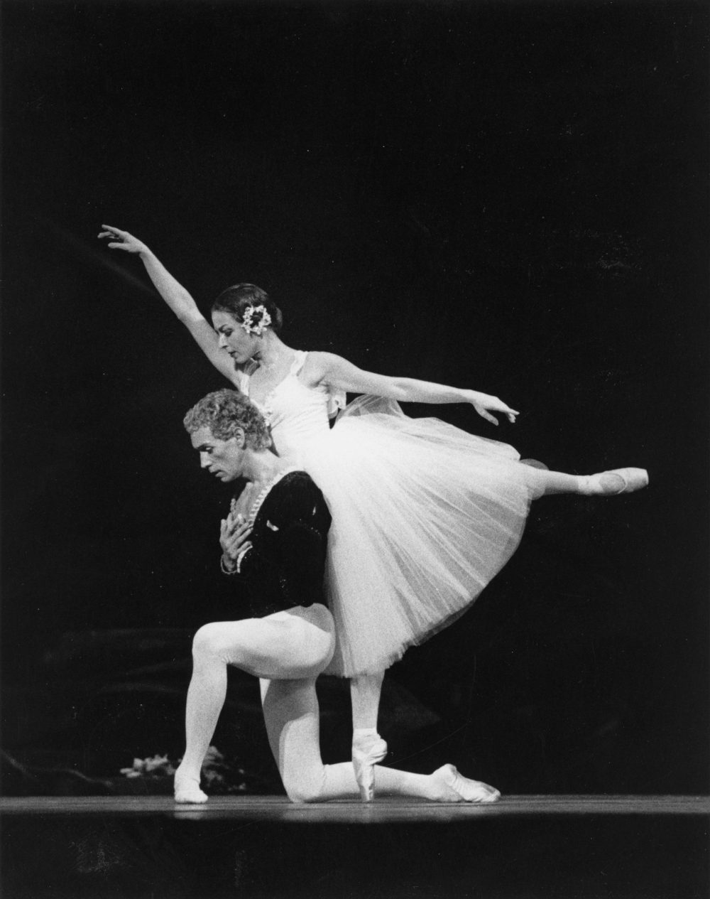 "Donn Edwards and Laura Young in ""Giselle"" in 1984. (Courtesy Bernie Gardella)"