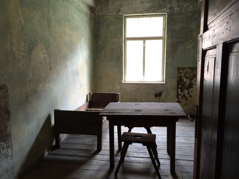 A room in one of the blocks of the former Auschwitz I camp site, 2015. (Courtesy Andrea Pitzer)
