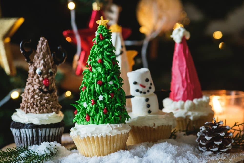 Christmas-themed cupcakes.  (rawpixel.com/Unsplash)