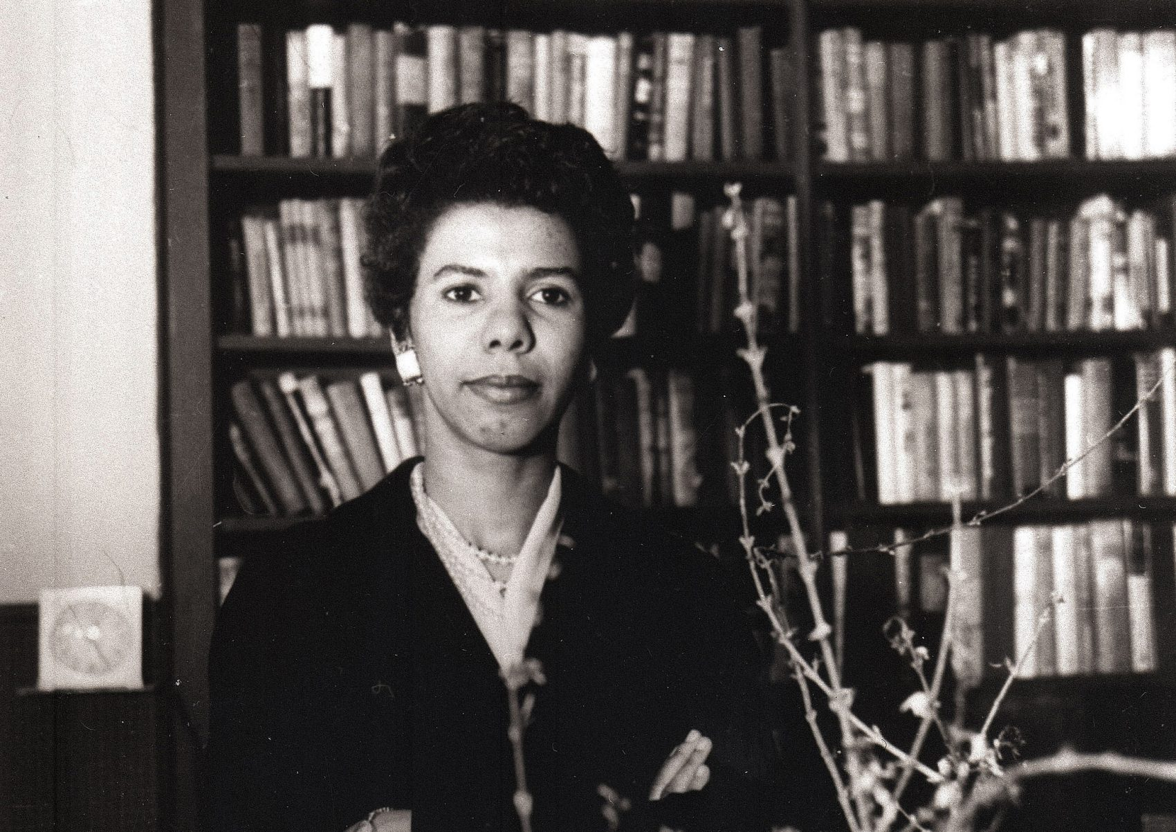 """In this January 1959 file photo, author and playwright Lorraine Hansberry poses for a photo. The author of """"A Raisin in the Sun"""" will be inducted into the National Women's Hall of Fame as part of the 10-member class of 2017 on Saturday, Sept. 16, 2017 (David Attie/Getty via AP)"""