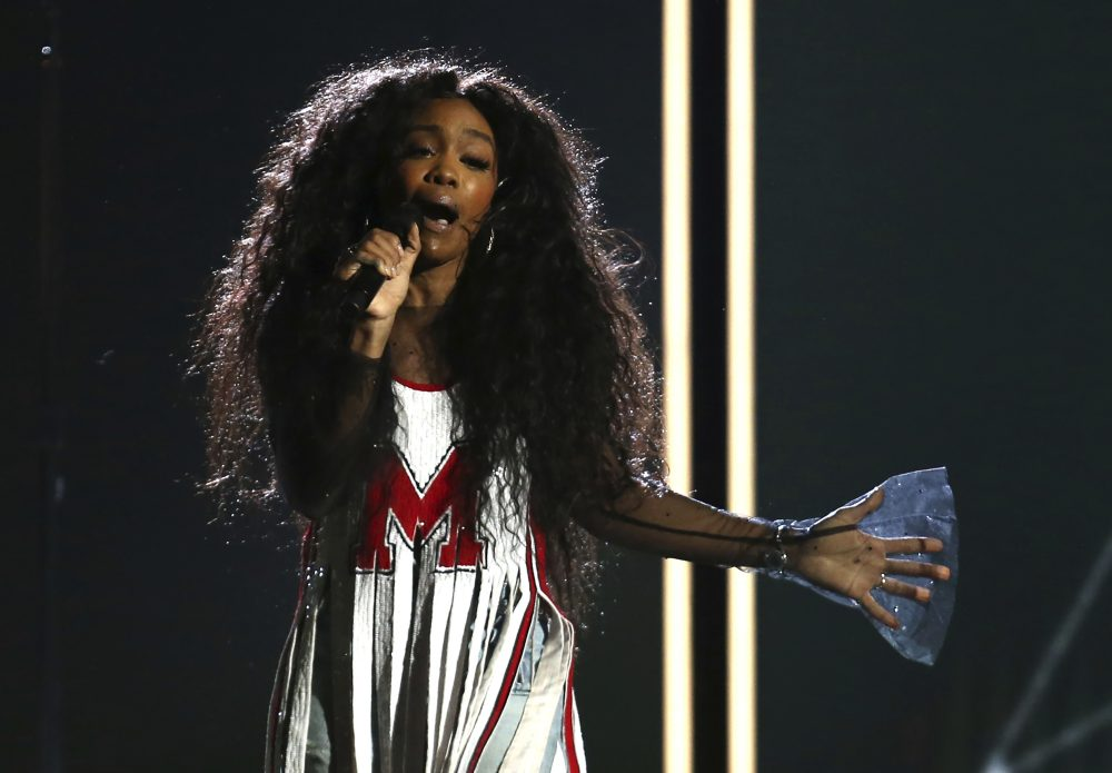 "Sza performs ""Broken Clocks"" at the 60th annual Grammy Awards at Madison Square Garden on Sunday, Jan. 28, 2018, in New York. (Matt Sayles/Invision/AP)"