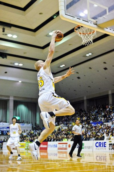 Tyler dunking during a game in Japan. (Courtesy Tyler Smith)