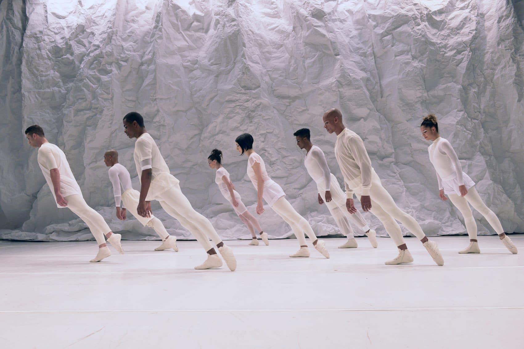 """Grupo Corpo performing """"Suíte Branca."""" (Courtesy Jose Luiz Pederneiras)"""
