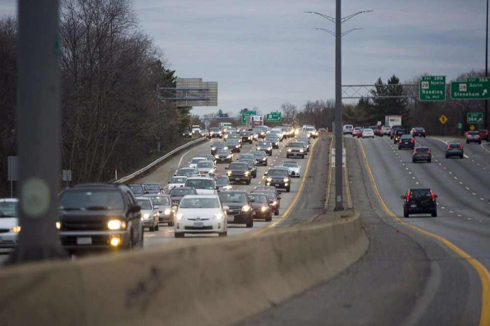 Traffic congestion on southbound on Massachusetts Interstate 95 during a morning commute. (Jesse Costa/WBUR)
