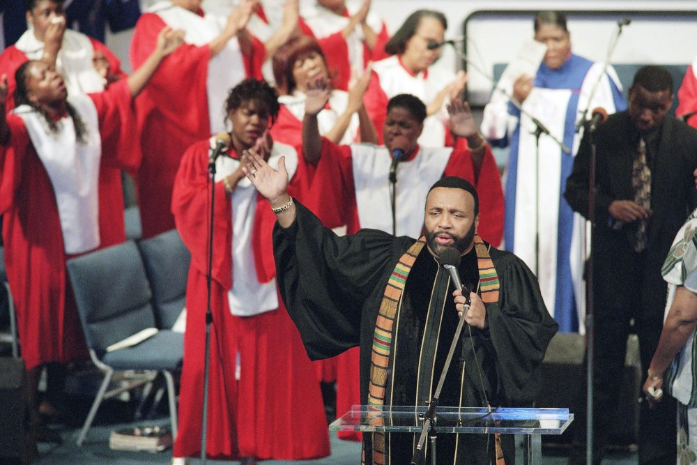 In this Sept. 1, 1996 file photo, Grammy winning gospel singer Andrae Crouch sings during service at the Christ Memorial church in Pacoima, Calif. (Frank Wiese, File/AP)