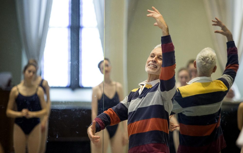 José Mateo teaches advanced students in the Young Leading Dancers program at the Ballet Theatre. (Robin Lubbock/WBUR)