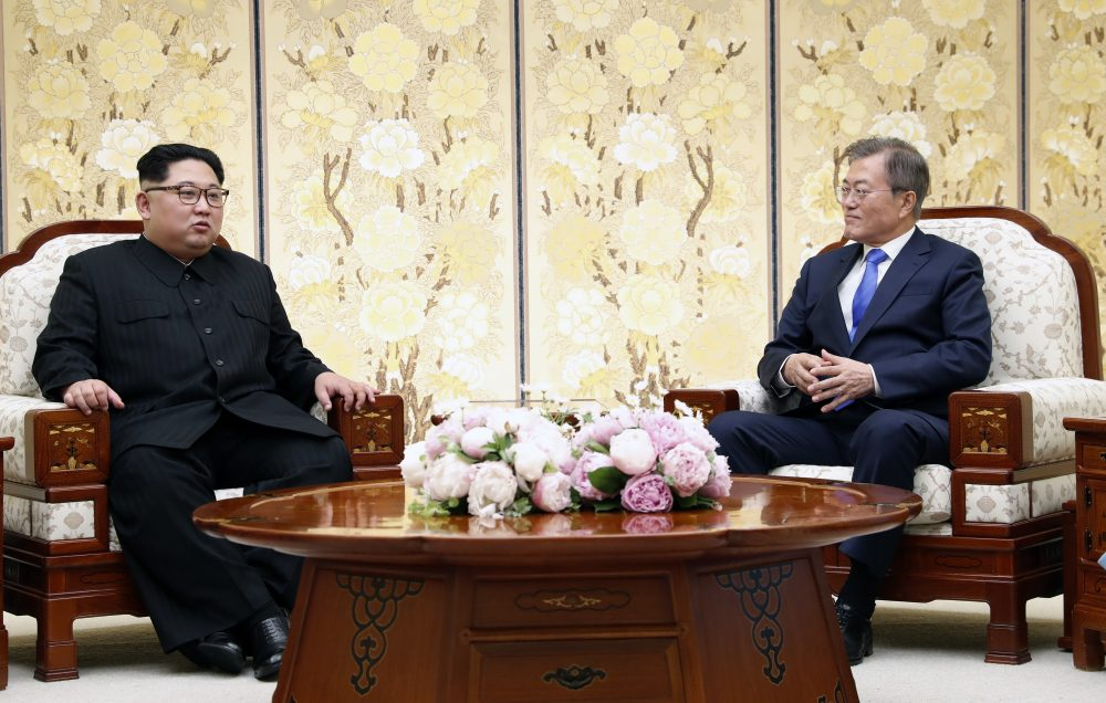 South Korean President Moon Jae-in, right, and North Korean leader Kim Jong Un talk at the border village of Panmunjom in the Demilitarized Zone, South Korea, Friday, April 27, 2018. (Korea Summit Press Pool via AP)