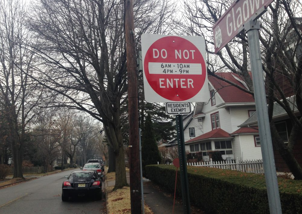 A do not enter street sign stands in Leonia, N.J., on Monday, Jan. 22, 2018, where local officials are trying to reduce traffic congestion on their way to the nearby George Washington Bridge into New York. As a response to navigation apps that re-route some of the tens of thousands of vehicles headed to the bridge, Leonia has passed ordinances to impose fines on non-residents who drive on residential streets during the morning and evening commutes. (David Porter/AP)