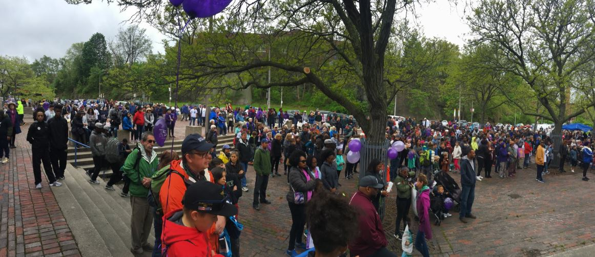Hundreds gather to denounce violence and celebrate peace in Roxbury on Mother's Day. (Simon Rios/WBUR)