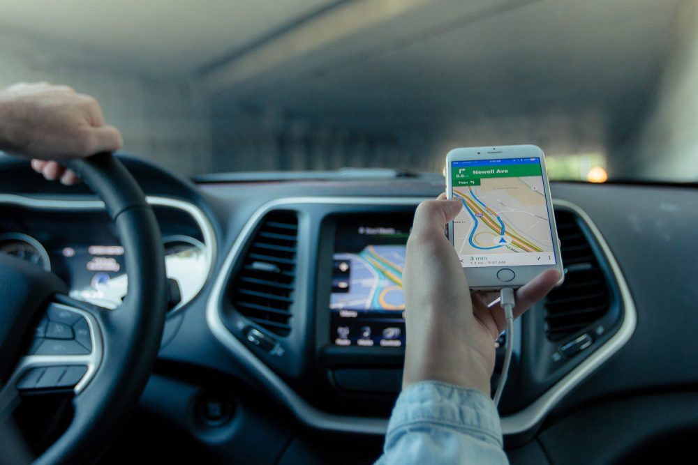 Navigating the roads with a smartphone device. (Foundry/Pixabay)