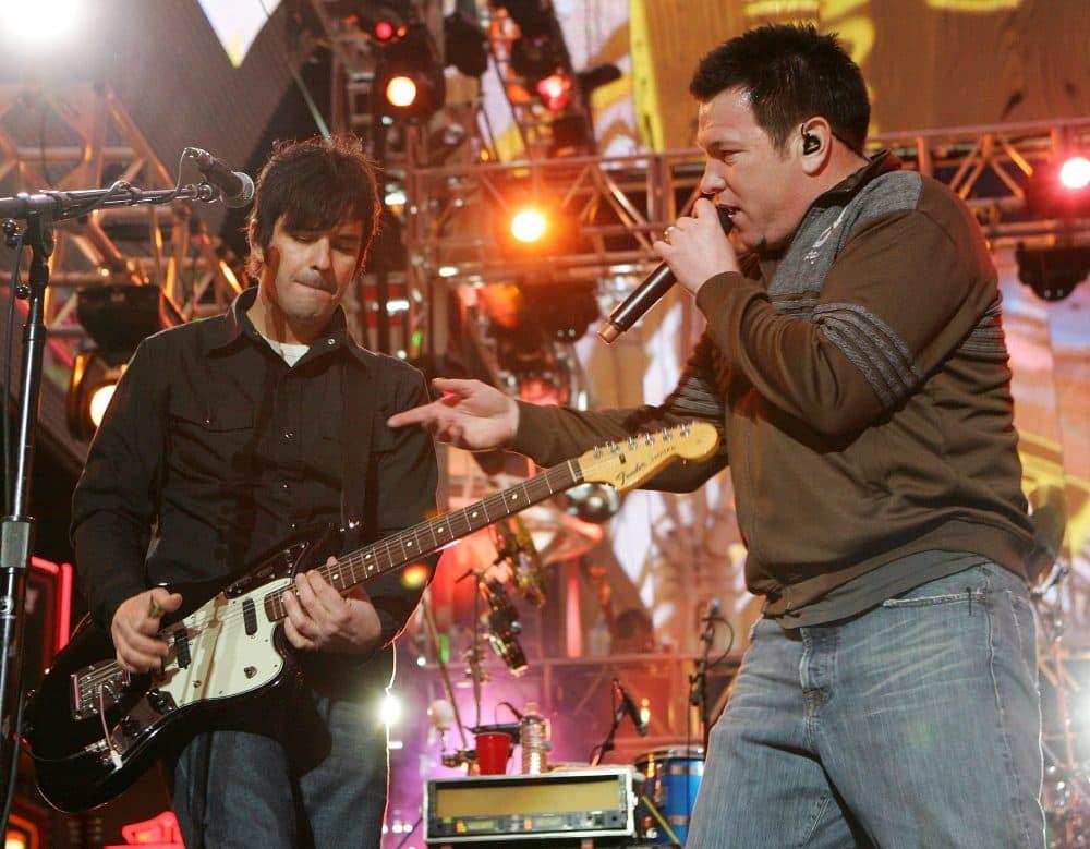 Smash Mouth guitarist Greg Camp (left) and singer Steve Harwell. (Ethan Miller/Getty Images)