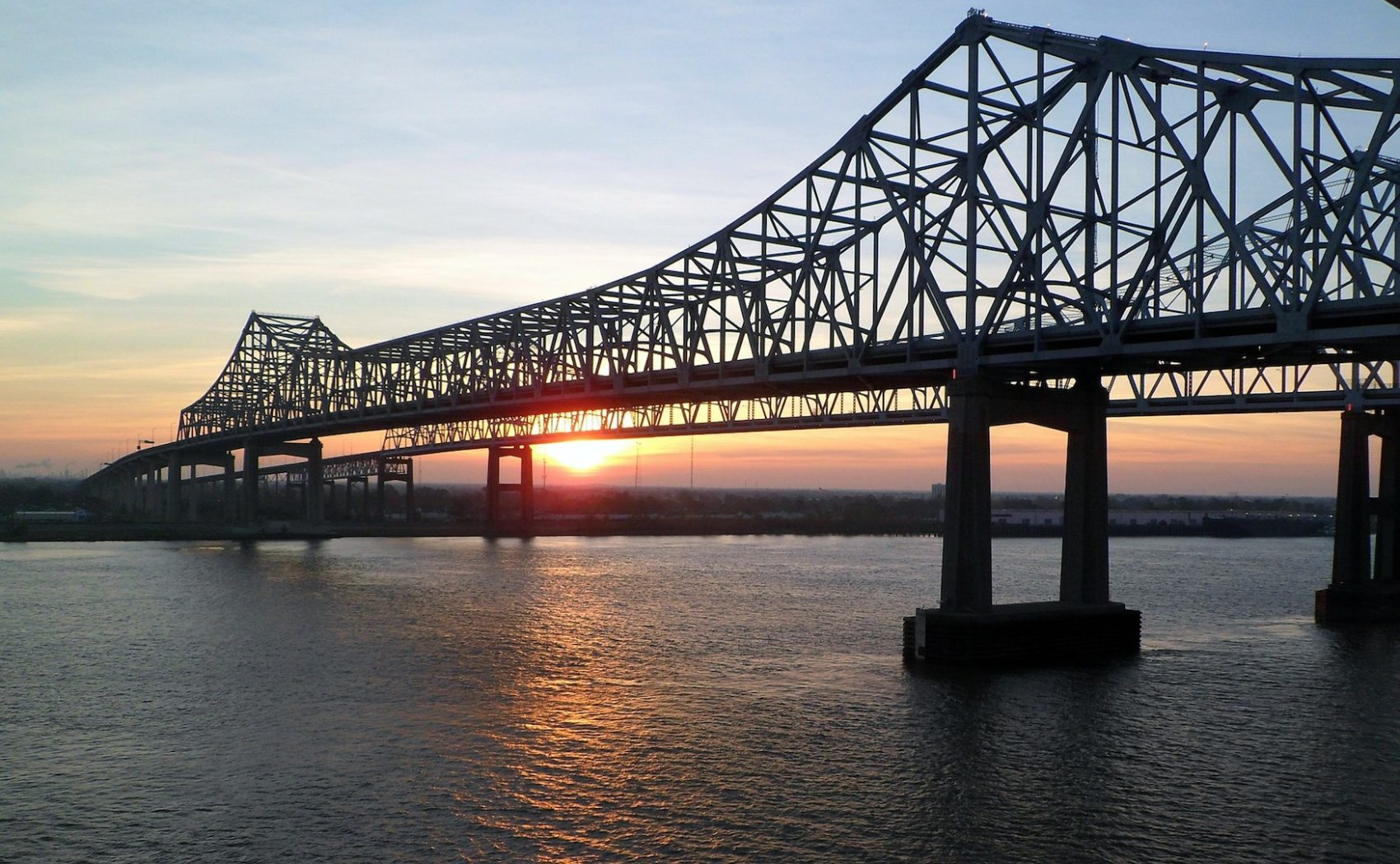 The Crescent City Connection over the Mississippi River in New Orelans, La. (Pixabay)