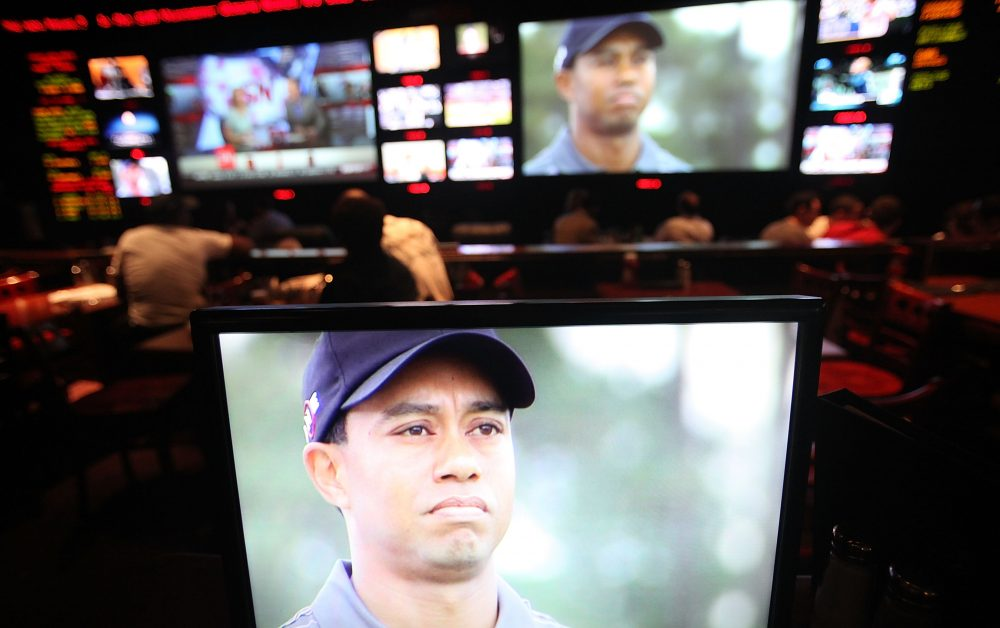 Sports fans watch Tiger Woods play during 2010 Masters televised at ESPN Zone in New York City. (Mario Tama/Getty Images)