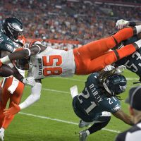 Cleveland Browns tight end David Njoku is up-ended during an NFL preseason football game against the Philadelphia Eagles in August, 2018. Las Vegas bettors apparently feel the Browns will do well this season. (AP Photo/David Richard)