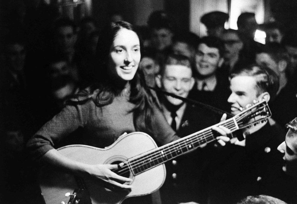 Joan Baez performing in 1963. (AP Photo)
