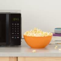 The AmazonBasics Microwave. (Courtesy of Amazon)