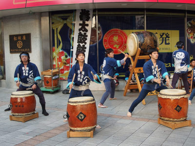 Taiko drums, Gojoten Shrine Festival at Okachimachi (Flickr/Guilhem Vellut)