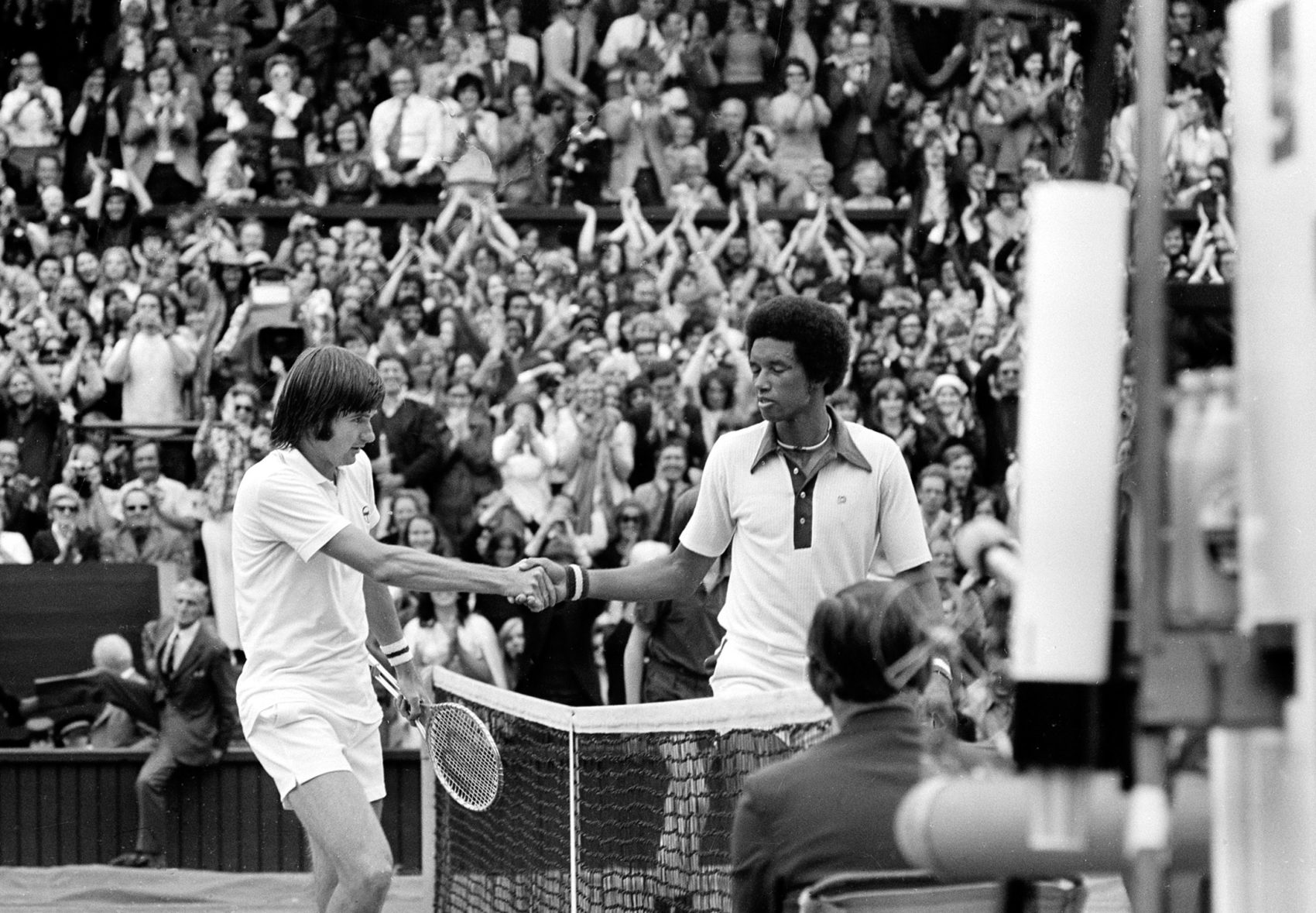 Arthur Ashe and Jimmy Connors clashed in the 1975 Wimbledon men's final. (AP Photo)