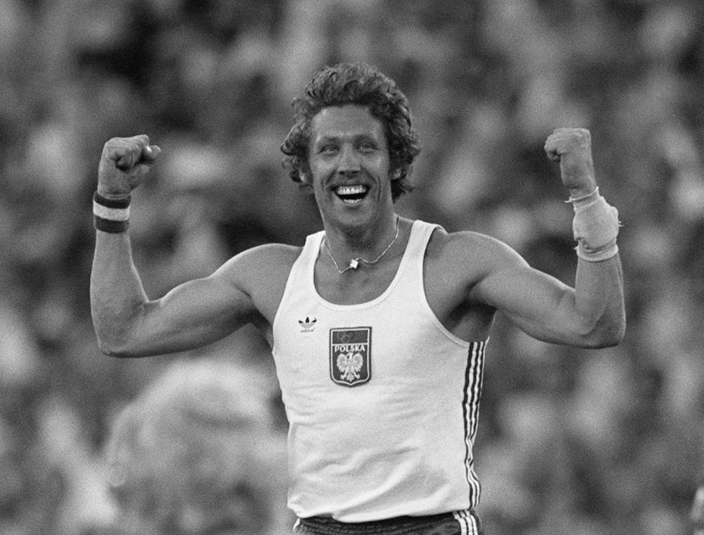 Polish pole vaulter Wladislaw Kozakiewicz celebrates after breaking the world record at the 1980 Moscow Olympics. (Staff/AFP/Getty Images)