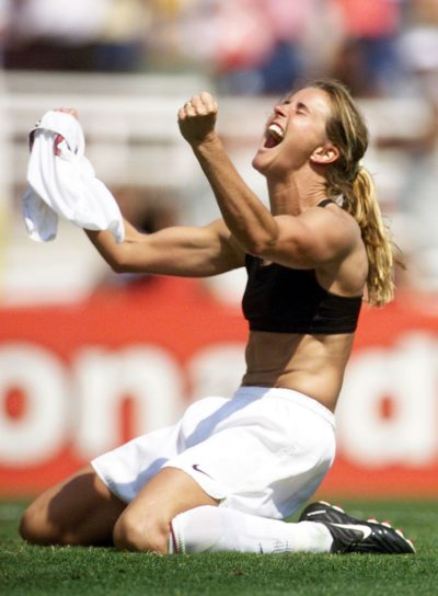 Brandi Chastain celebrates after kicking the winning penalty shot. (ROBERTO SCHMIDT/AFP/Getty Images)