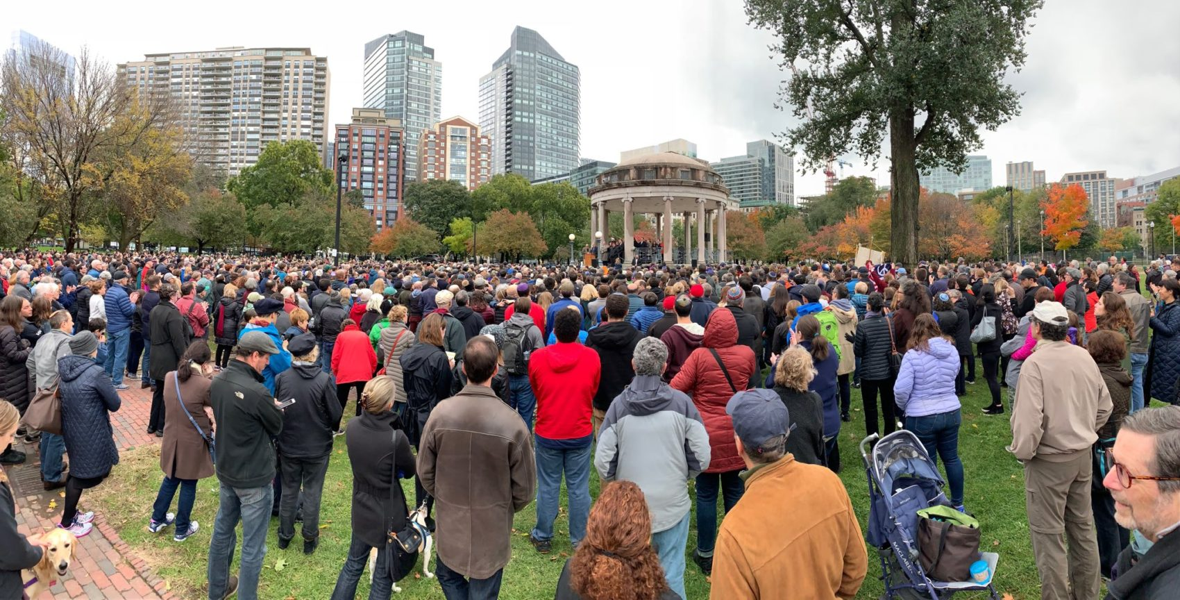 People gather in Boston Common on October 28, 2018 to condemn anti-Semitism and mourn the victims of the deadly shooting Saturday at a Pittsburgh synagogue. (Simón Ríos/WBUR)
