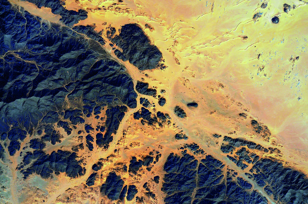 The Sahara, near Tamanrasset, Algeria. (Courtesy of NASA)