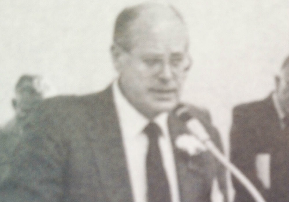 Fred Fisher makes an announcement at the Hyde Collection in 1989. (Courtesy Fred Fisher)