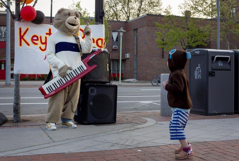 Keytar Bear on Mass. Ave. in Cambridge. (Robin Lubbock/WBUR)