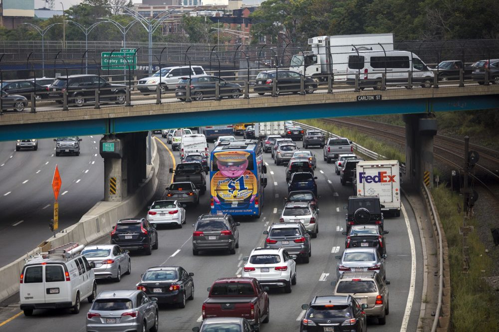 The Friday evening commute begins as cars jam up on the Mass. Pike and on the overpass on Carlton Street in Brookline. (Jesse Costa/WBUR)