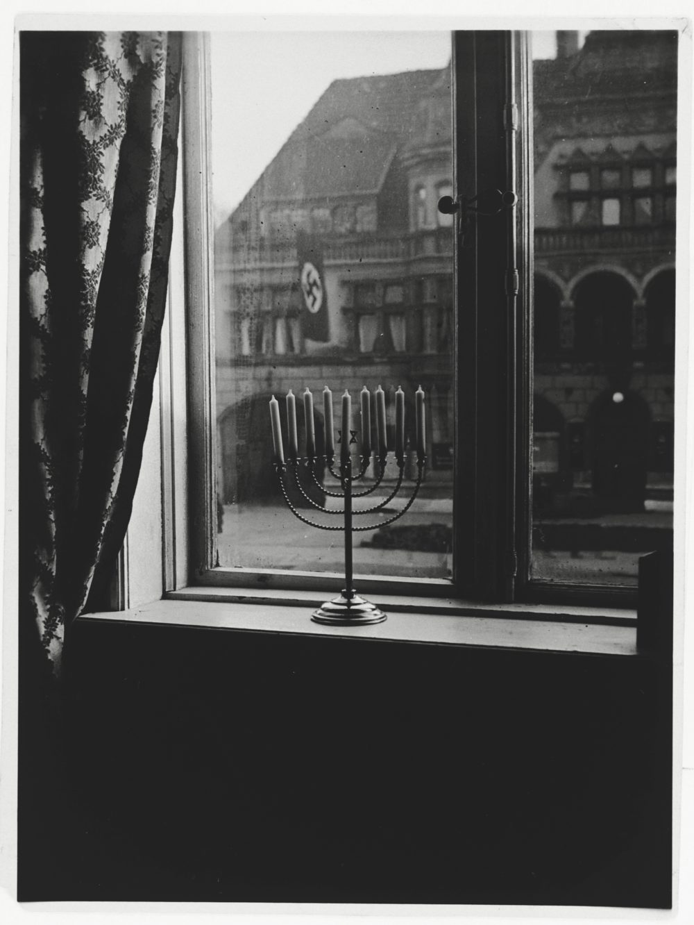 (United States Holocaust Memorial Museum, courtesy of Shulamith Posner-Mansbach).