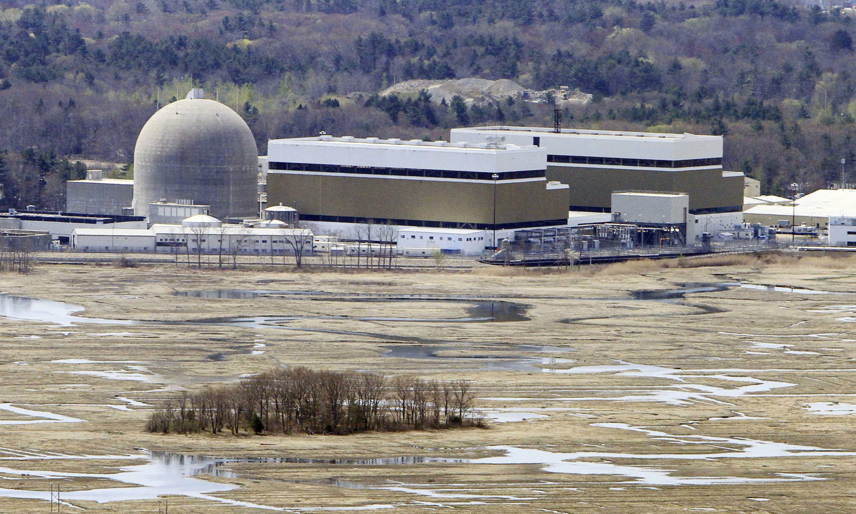 The Seabrook nuclear power plant in Seabrook, N.H., in a 2011 file photo (Jim Cole/AP)