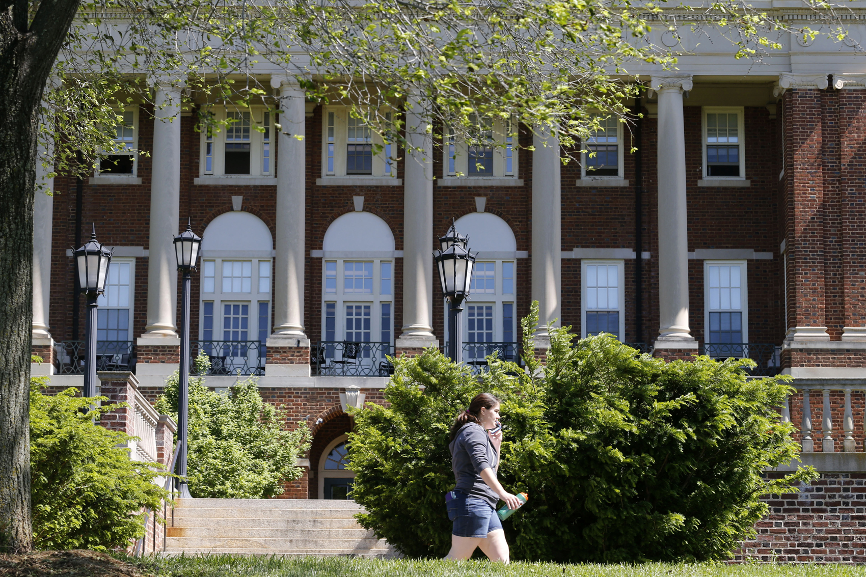 Private Colleges Turn To Tuition Slashing To Stay Alive In Crowded Market